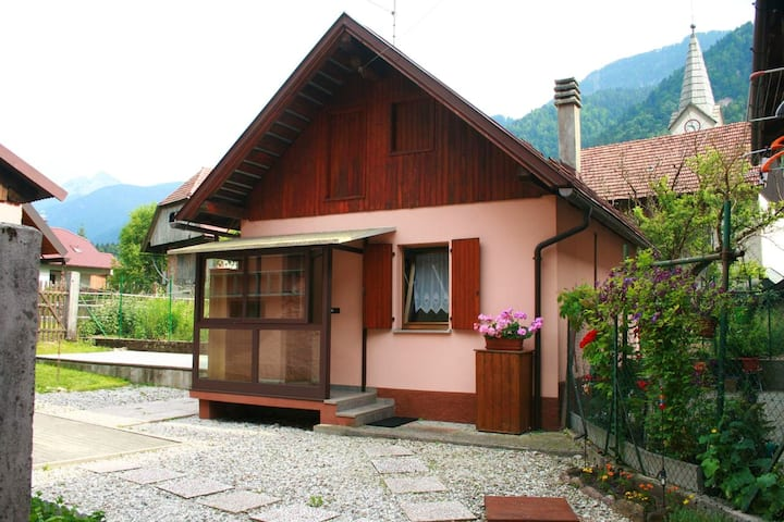 House with one bedroom in Pontebba, with wonderful mountain view and enclosed garden - 8 km from the slopes