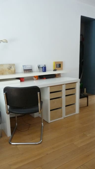 Desk with numerous  power outlets + wifi and ethernet cable