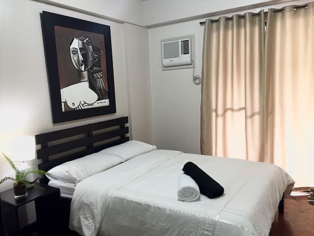 2-BDR with balcony, pool & parking - Pasig - Apartment