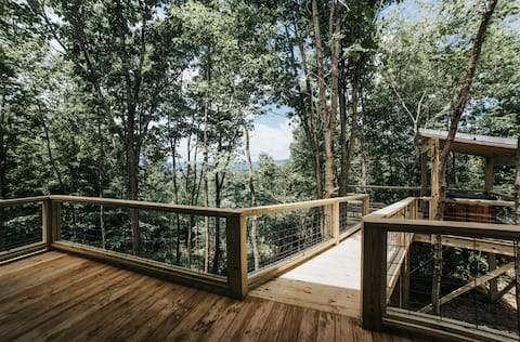 Romantic Tree House Retreat with 15 Private Acres