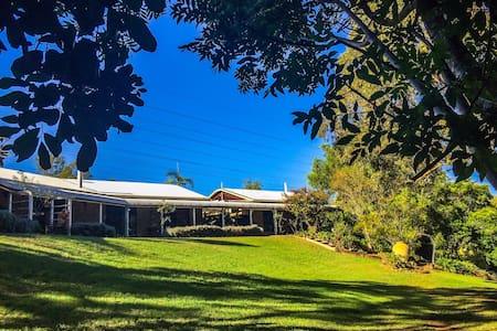 Mirambeena Retreat - Beautiful quiet bush setting!
