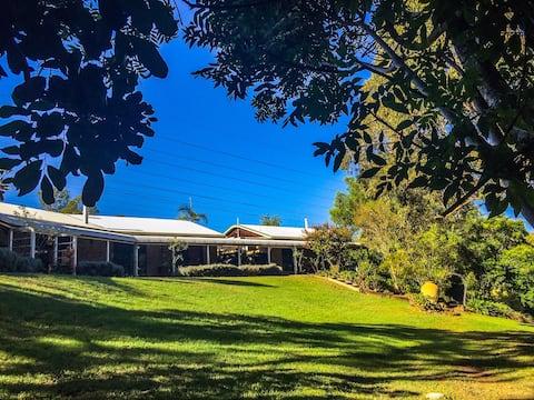 Mirambeena Retreat * Beautiful quiet bush setting!