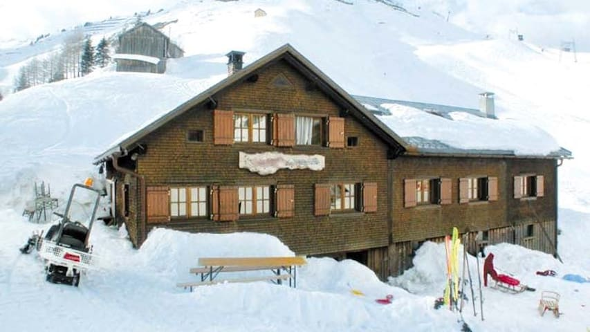 Berghütte bis 20 Pers. im Skigebiet