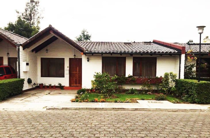 Linda Casa en el Valle de los Chillos - Sangolquí - บ้าน