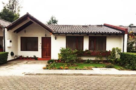 Linda Casa en el Valle de los Chillos - Sangolquí - Ev