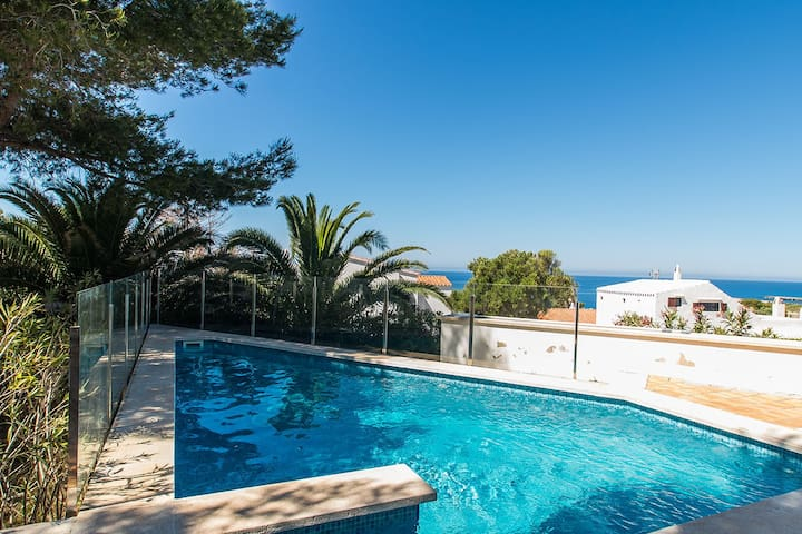 Fantastic Villa with Sea View, Pool and Terrace