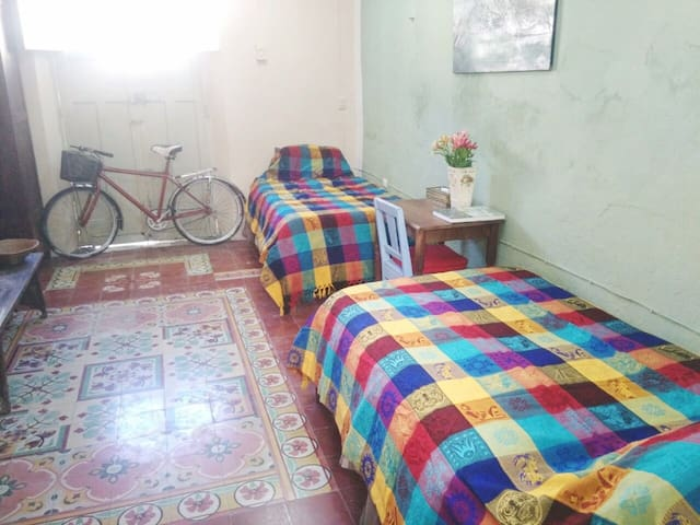 CASA DE PIEDRA - Private room for 2 travelers !!! - Mérida - Huis