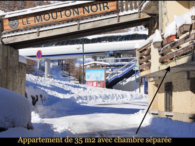 35 m2 AVEC CHAMBRE ET BALCON AU DÉPART DES PISTES