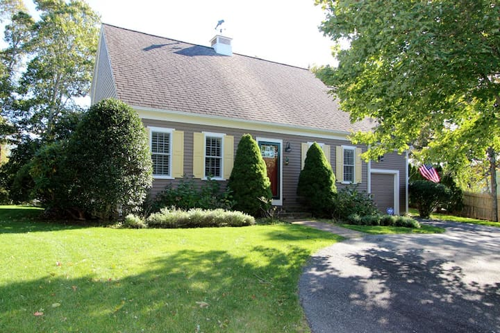 Stunning 3BR Home- Close to Town & Beaches