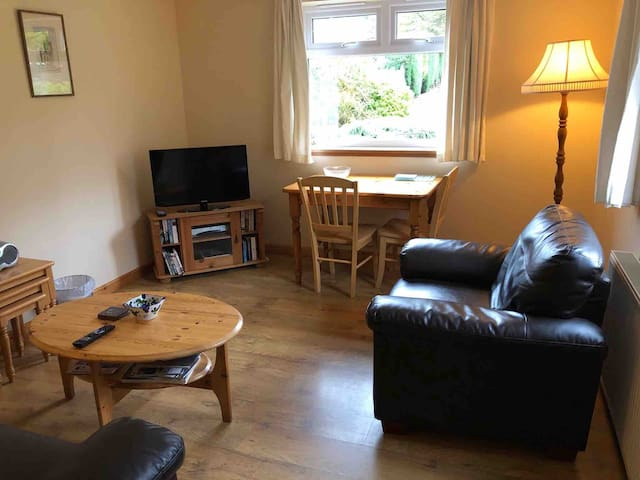 1 bedroom flat in Cults, Aberdeen, sleeps 2, WiFi