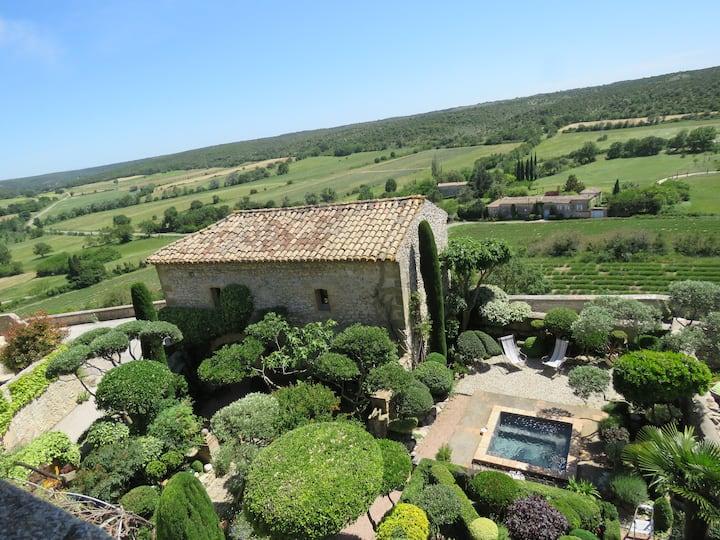 Les Buis de Lussan en Pays d'Uzès-Pont du Gard