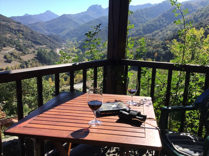Olmares Balcony Apartment in the Picos de Europa