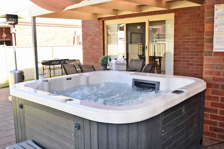 Light, Bright & Beautifull Home with Outdoor SPA