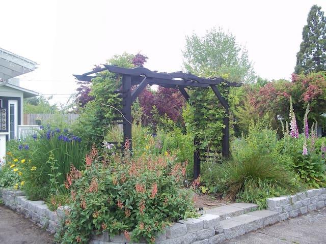 Secret Garden: 2 miles from U of O - Eugene - Ház