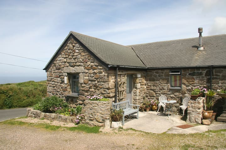 Sweet, Cosy Moorland & Coastal Cottage