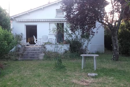 Chambre privée dans maison calme centre ville - Niort - Rumah