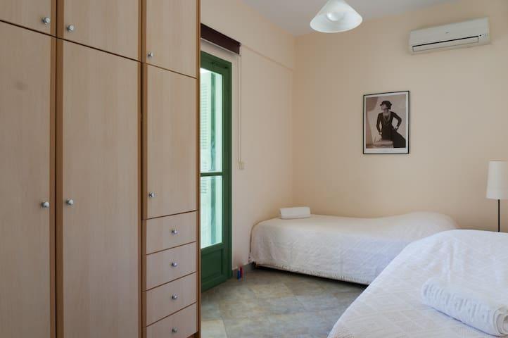 The twin bedroom in the lower floor