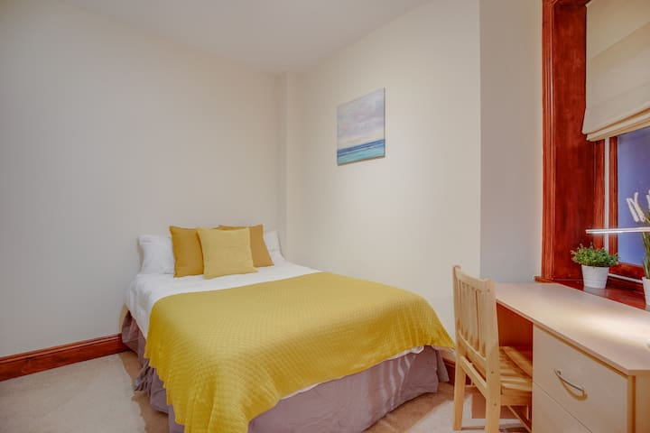 Double Room wth Private Bathroom (Ensuite) CENTRAL
