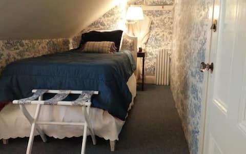 Room 35 - Martin House Inn - 1 Twin bed
