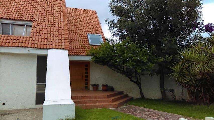 Mini Depa acceso Independiente y Baño - San Luis Potosí - House