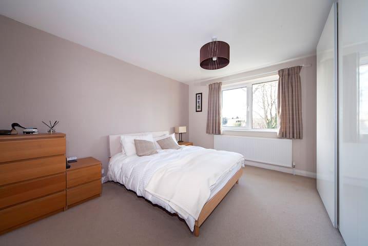Modern & peaceful Kent guestroom - Cobham - Dům