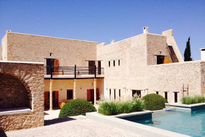Villa à la ferme avec piscine  et son oliveraie