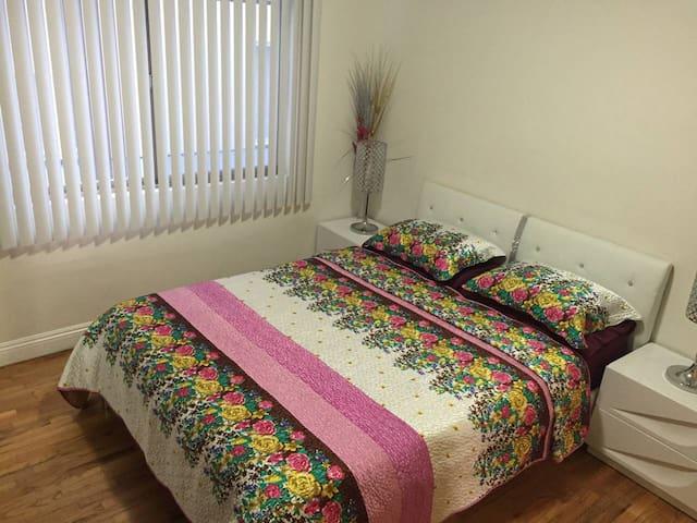 Santa Monica & West LA the private  room  in Bundy