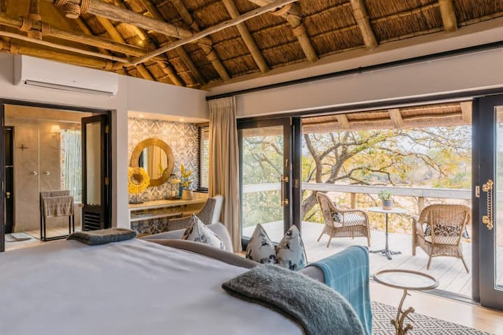 Thornybush Game Lodge - Family Safari Suite