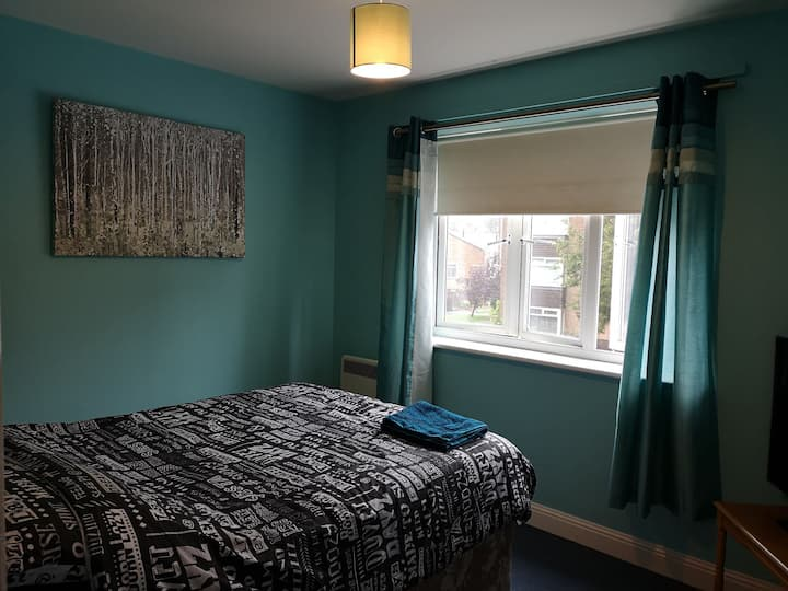Modern flat close to town centre. NHS discount.