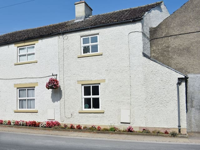 Corner Cottage (CC218032)