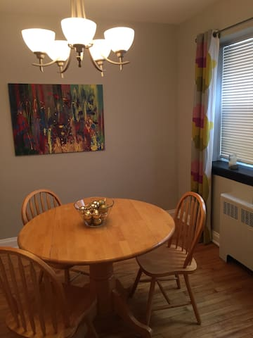 2BR apartment in Sandy Hill, #airbnbinaptthree - Ottawa - Leilighet
