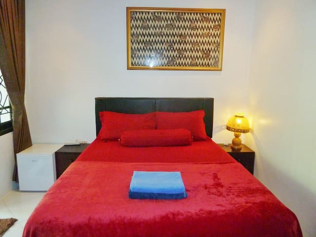 Private comfy ensuite room Senggigi 5min to beach