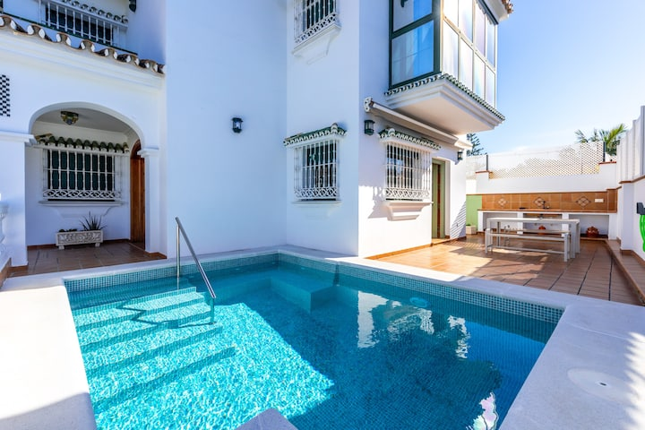 """""""Villa Tejas Verdes"""" in Málaga near the Beach with Sea View, Mountain View, Pool, Balcony, A/C, Wi-Fi & Terrace; Parking Available"""