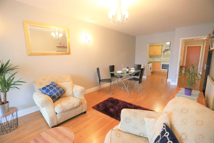 Financial centre - upmarket 2 bedrooms