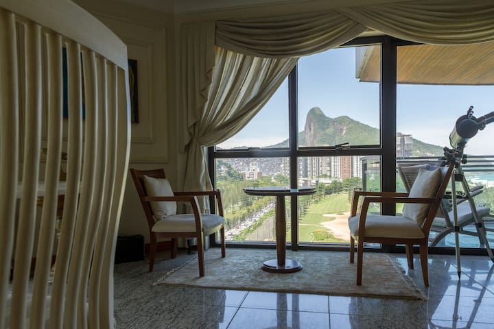 Relax with a caipirinha, glass of wine or beer (or even a coffee mug) - the only constant is the panoramic view of the Two Brothers mountains, Sao Conrado beach and the Gavea Golf Club.