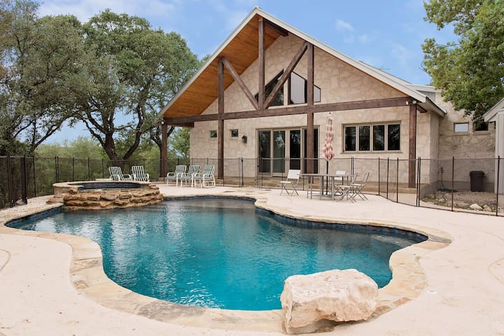 Hill-Top Texas Hill Country Retreat