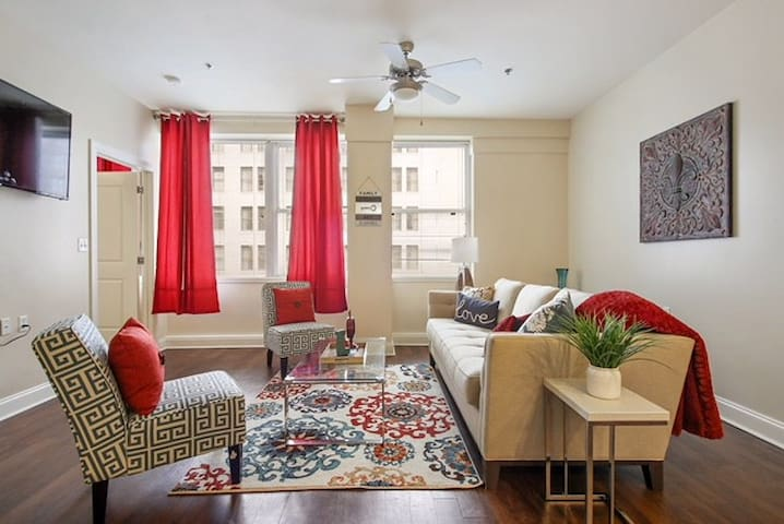 Big Easy Downtown Condo (Great Prices Available)