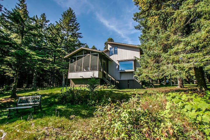 Towering Pines is a comfortable home in Lutsen on Lake Superior with a screen porch and beautiful shoreline