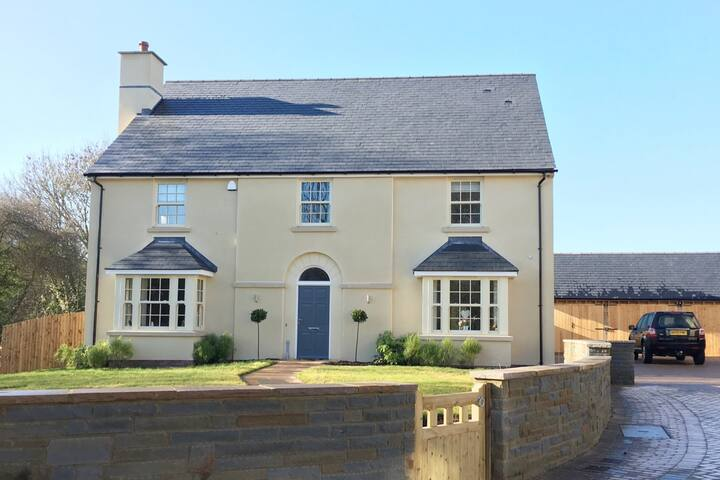 Executive family home in small country close