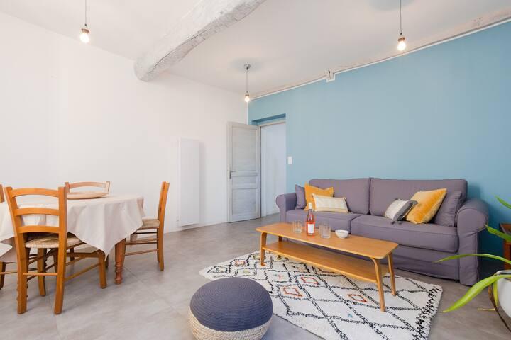 Confortable duplex avec terrasse, cœur du village
