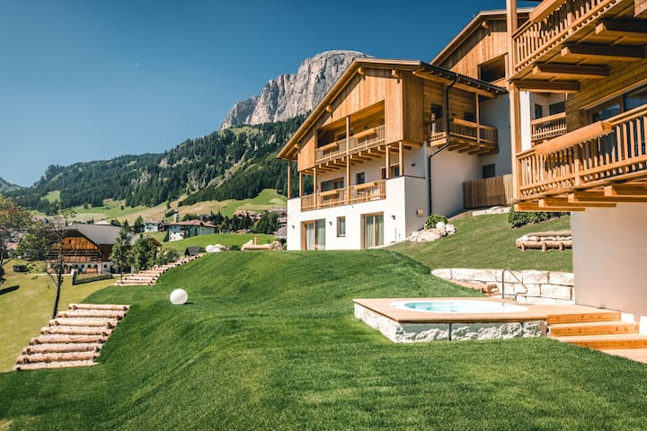 A luxurious holiday home in the Dolomites - Colfosco - Byt