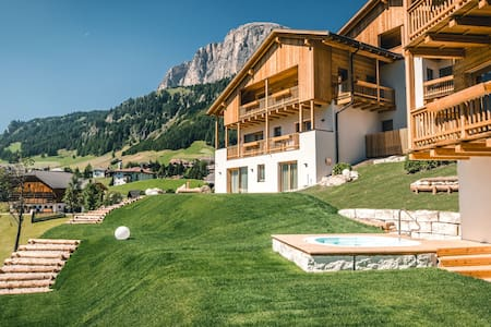 A luxurious holiday home in the Dolomites - Colfosco - Lakás