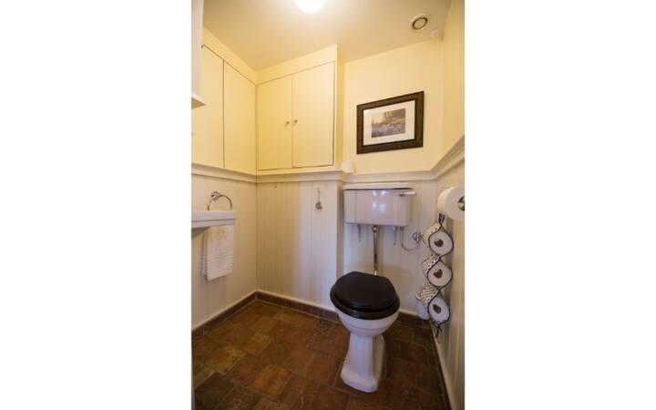 Luxe kamer met twee tweepersoonsslaapkamers. Vanaf xde derde persoon wordt een extra kost aangerekend.