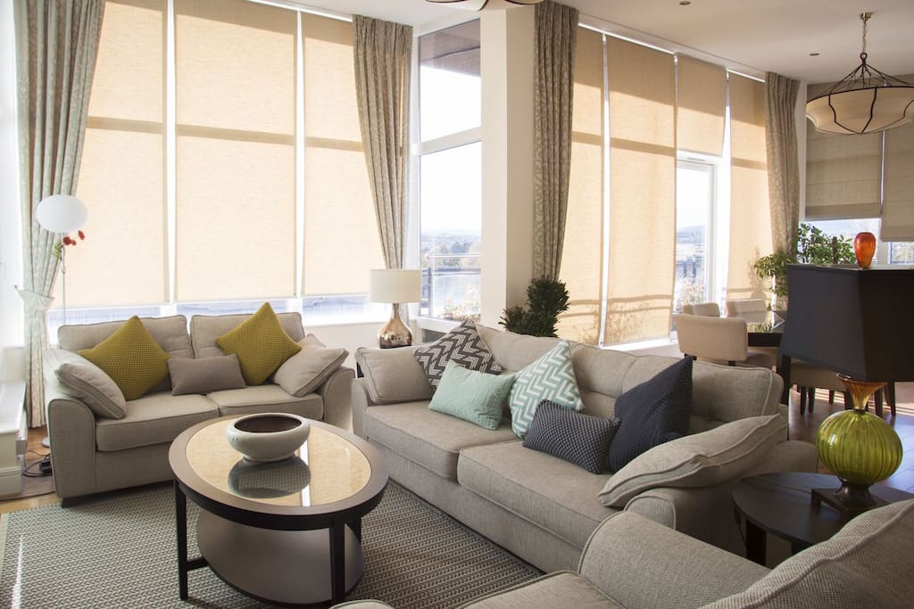 Ridge-Hall-Penthouse-Apartment-5-minutes-drive-from-Dun-Laoghaire-and-just-a-10-minute-walk-to-the-Dart-(light-rail-system)-3-Bedrooms-Sleeps-6