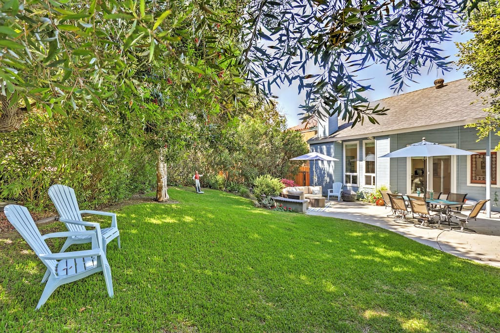 Adults and kids alike will love this Del Mar vacation rental home's wonderful private fenced-in backyard