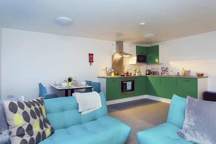Student Only Property: Firstclass ENSUITE, AUSTIN HALL - LOS 12 months 10% off
