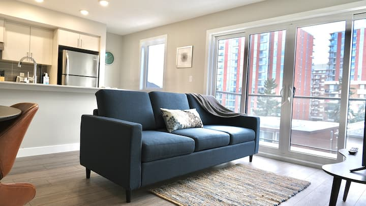 BRAND NEW - Bright and Trendy Condo In Mission