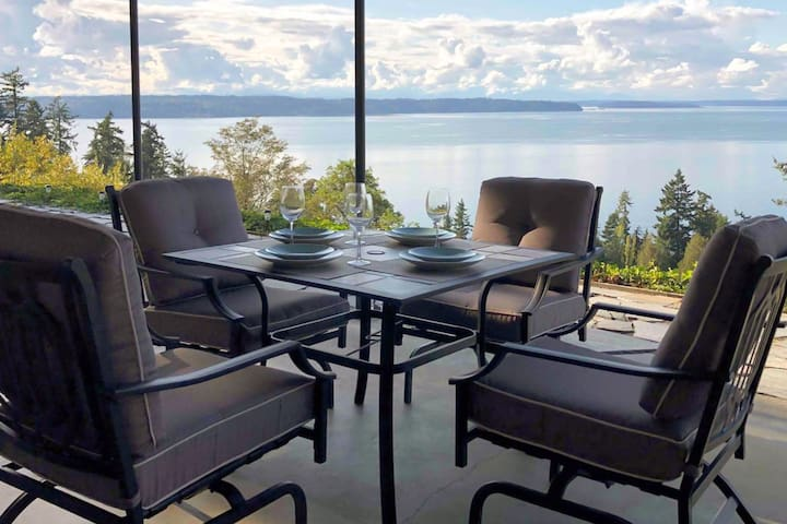 Roomy Puget Sound Hideaway w/ Water-View Patio