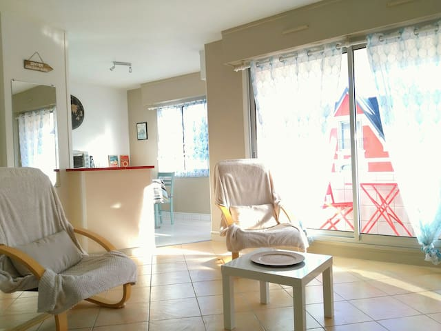 Le St Naz'air. Appartement de ville, proche plage.