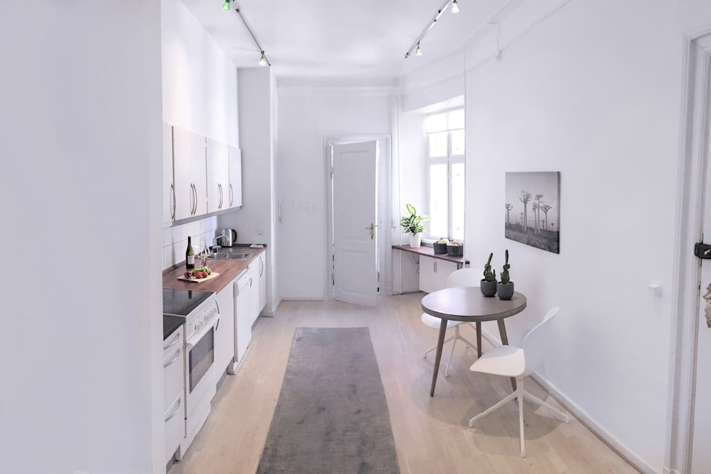 Eat in kitchen, swivel chairs spacious bright and modern.